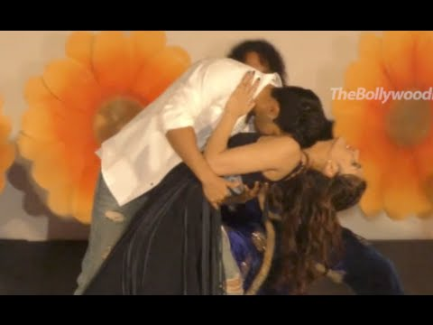 Dilwale - New Song 'Gerua' - Live On Stage Performance By Varun Dhavan, Kriti Sanon.