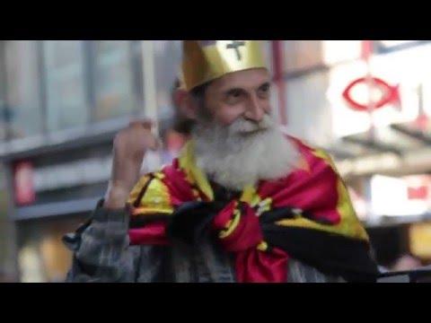 Strange old king dances to his radio in Vienna