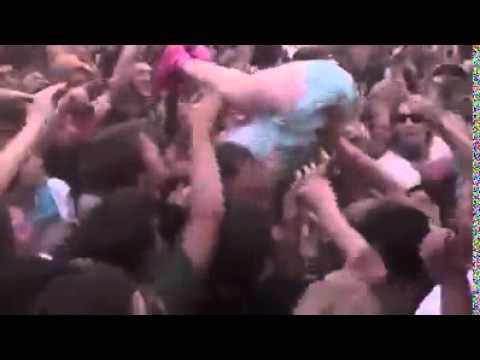 La première et dernière fois que Katy Perry se jette dans la foule !