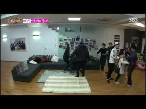 Roommate 2 Ep 18 - (SNSD) Sunny Hugging Lee Dong W
