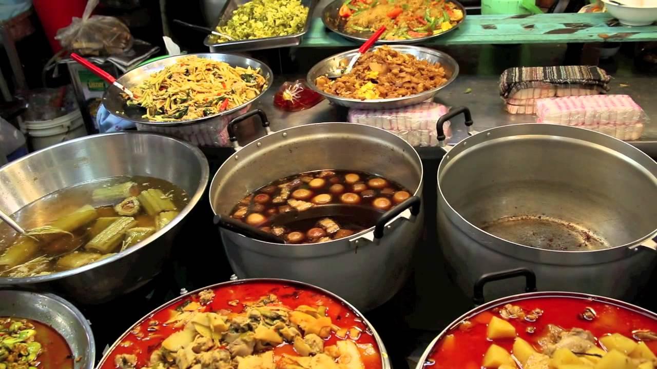 Bangkok 39 s amazing food market youtube for Cuisine bangkok