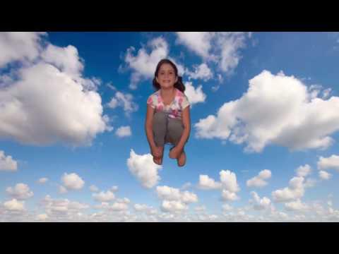 Molts núvols amb possibilitat d'algunes pluges febles fins al migdia. Temperatures una mica més altes. Muchas nubes con posibilidad de algunas lluvias débiles hasta el mediodía. Temperaturas un poco más altas. Danny Weinkauf  - Look at Those Clouds -  Mira aquests núvols...