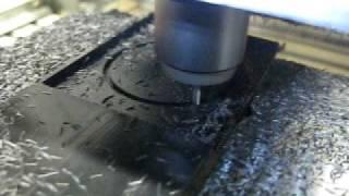 Kosy 2: POM Kreis fräsen (30.000 U/min, 2mm Fräser (Zweischneider), 4mm Zustellung)