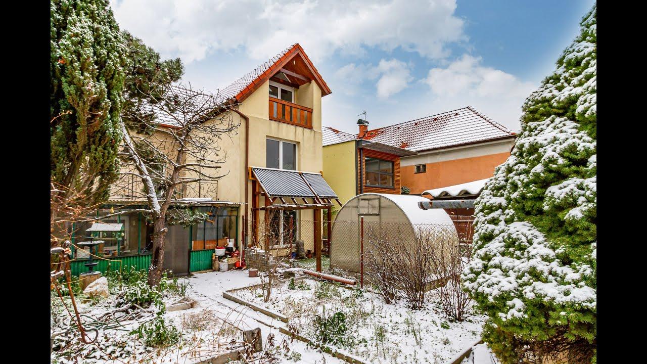 Prodej řadového domu se zahradou v Praze - Libuši
