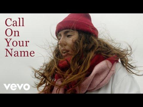 Смотреть клип Elle Limebear - Call On Your Name