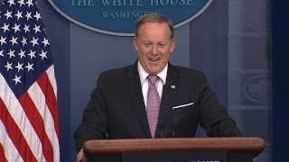 Spicer: 'Don't make me make the podium move'
