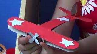 Как сделать самолет к 9 мая из бумаги? ПРОФЕССОР_КАРАПУЗ(Этот выпуск сказочной мастерской предлагает вам сделать красивый самолетик из картона, который можно пода..., 2015-05-06T08:39:24.000Z)