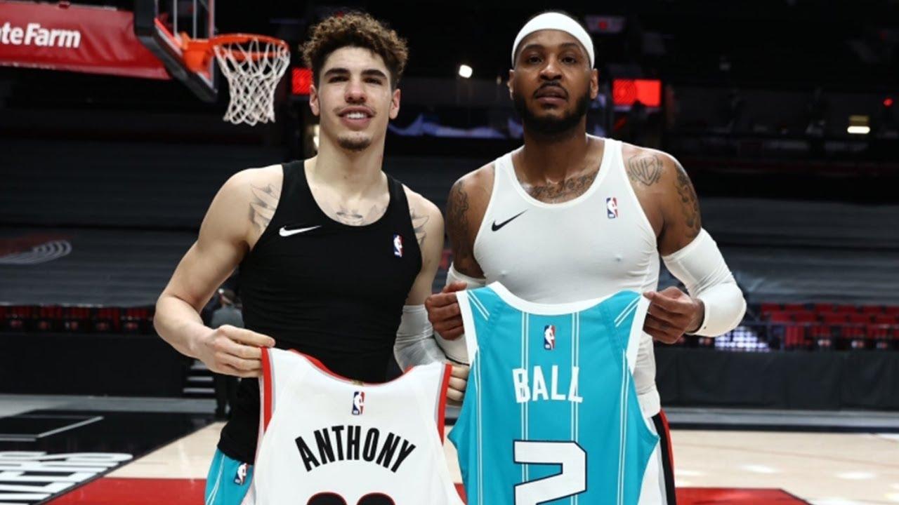 Carmelo Anthony and LaMelo Ball swap jerseys | Blazers vs Hornets