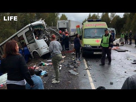 Грузовик влетел в пассажирский автобус под Ярославлем
