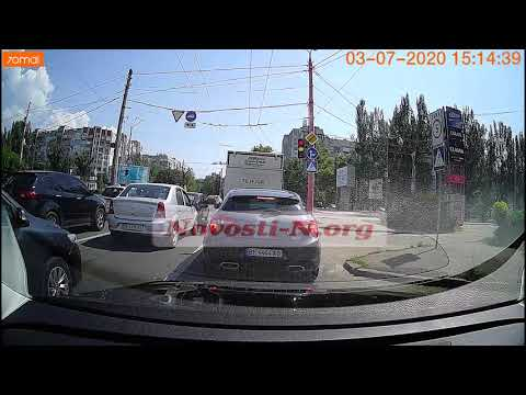 Видео столкновения скорой