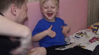 Ребенок в 3 года учит животных