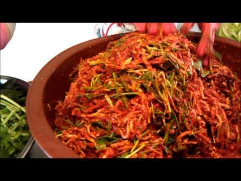 making kimjang kimchi Làm Kim chi ở Hàn Quốc