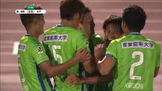 サイドを駆け上がった高橋 諒(湘南)がゴール前に流れたボールを押し込...