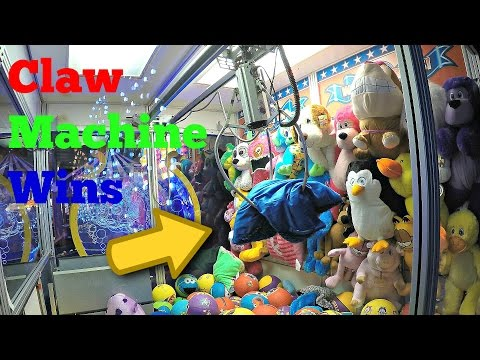 The BIG ONE Claw Machine WINS! Kids Arcade Game Quadruple Plush Win On The Skill Crane - 동영상