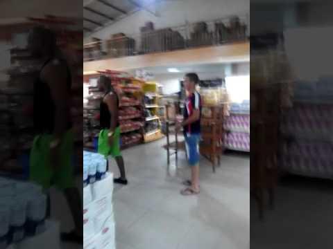 Cubanos sorprendidos con los productos de surinam