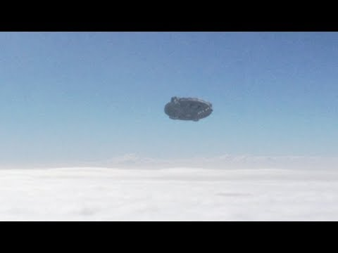 UFO in the sky of CALIFORNIA - USA (CGI)