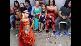 Roman kızı dans