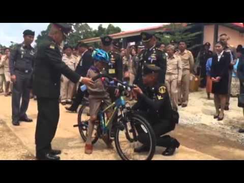 น้องทาม สุดปลาบปลื้มรับรถจักรยานพระราชทาน : NewsConnect Channel
