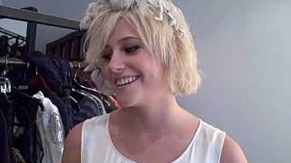 Pixie message from the set of her photo shoot