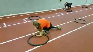 Koordinationstraining mit 2 Reifen pro Athlet
