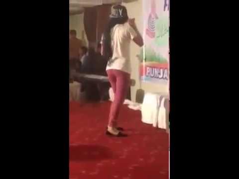 Punjab college Girl dance on chityan kalayan