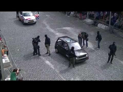 Arrestatie Team inzet (Met schoten) bij arrestatie demo op het 112Spektakel Helmond 2012