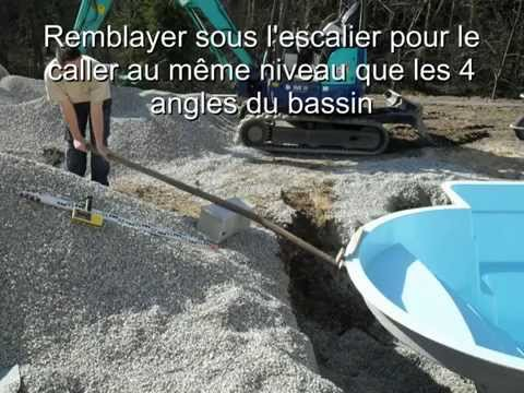 Remblaiement callage piscine coque youtube for Ceinture beton piscine