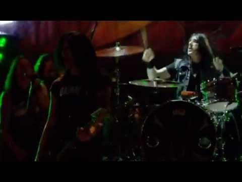 Slash (feat. Myles Kennedy) – Slither – Made In Stoke