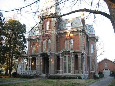 Real haunted houses :Woodruff Fontaine House, Memphis, Tennessee