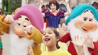 난장이들이 엄청 커요!! 서은이의 디즈니랜드 백설공주 사탕가게 유리구두 Snow White Disney Princess