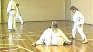 Тренировка по каратэ-до (1994 год)(Тренировка по каратэ-до. Тренировка проходила 29 октября 1994 года в спортзале рижской основной школы N 5. ..., 2010-12-27T22:28:46.000Z)