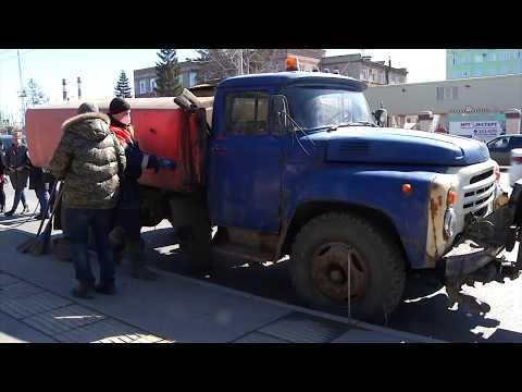 В Омске начали дезинфицировать остановки общественного транспорта