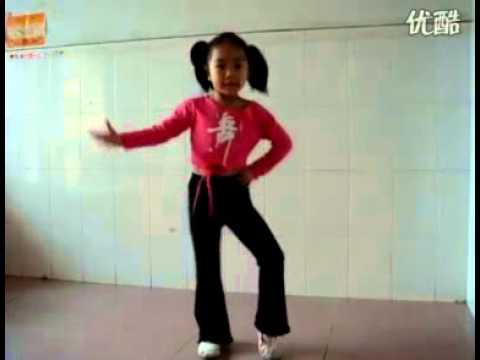 Chinese Girl dances on Ta Lang 孩子跳舞踏浪