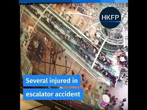 un desperfecto en una escalera mecanica causo escenas de panico en un centro comercial
