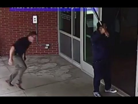 Cop tackles baseball bat-wielding man CAUGHT ON TAPE