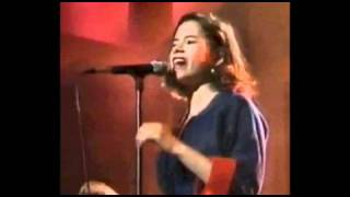 Watch 10000 Maniacs Just As The Tide Was A Flowing video