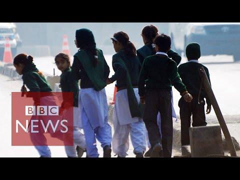 Taliban 'kill 100' at Pakistan school in Peshawar