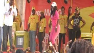Les danseuses de Serge Beynaud en pleine démonstration de tchokora