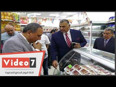 نقيب الصحفيين يتفقد منفذ بيع سلع جهاز الخدمة الوطنية بالنقابة  - 19:21-2017 / 5 / 21
