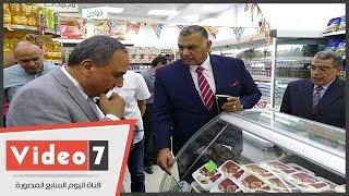 نقيب الصحفيين يتفقد منفذ بيع سلع جهاز الخدمة الوطنية بالنقابة