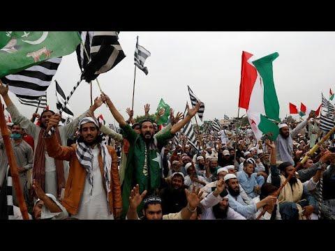 Радикальные исламисты требуют отставки премьер-министра…