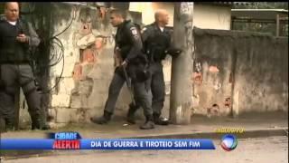 Dia de guerra no RJ  policiais trocam tiros com mais de 20 criminososCidade Alerta   R7 com