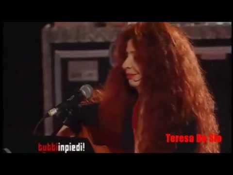 Teresa De Sio TUTTO CAMBIA! ...GranFinale di TUTTINPIEDI 17/6/2011