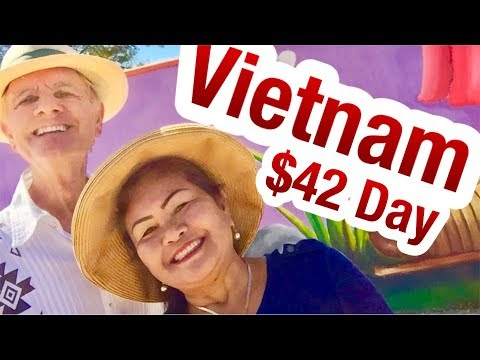 Vietnam Vacation $42. A Day Enjoying CHEAP Street Food, & Night Life