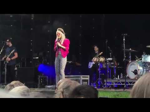 Thumbnail: Scooby's in the Back & Hard Times – Paramore live in Hamburg
