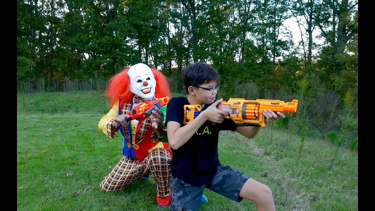Nerf War Creepy Clown Doovi