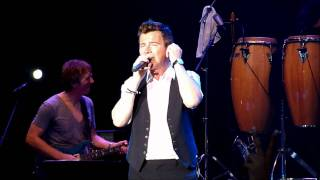 Rick Astley Live at the Singapore Grand Prix F1 - Lights Out and Hold Me in Your Arms