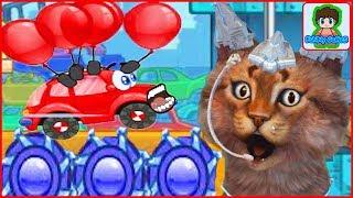 Котик мурчик играет в красную машинку Вилли car wheely
