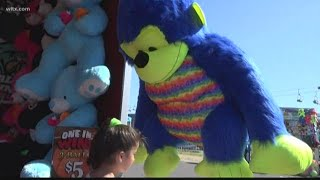 Trying to win the prize in basketball at the State Fair