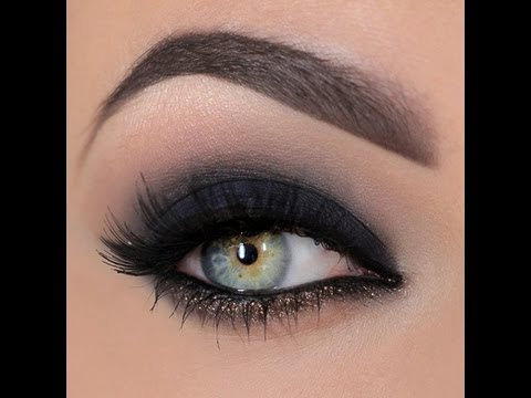 Smokey eye with a dash of glitter thumbnail